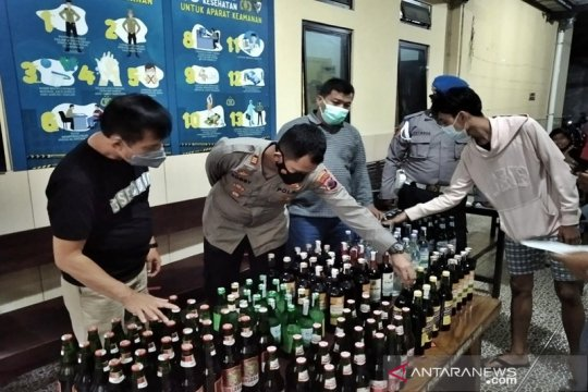 117 botol minuman keras disita di Solo