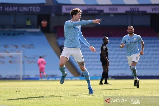 Manchester City kini memiliki keunggulan 12 poin di puncak klasemen Liga Inggris