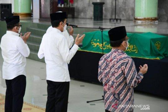 Presiden Jokowi bertakziah ke mendiang Artidjo Alkostar