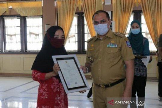 Gubernur Babel serahkan 240 sertifikat halal UMKM