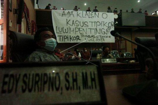Aksi protes mahasiswa di DPRD Kota Tegal Page 2 Small