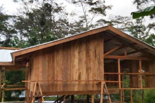 Satgas TMMD Kodim Jayawijaya sudah kerjakan atap rumah