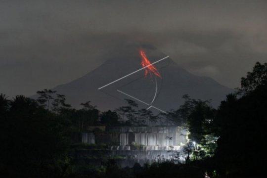 Merapi 13 kali meluncurkan guguran lava pijar