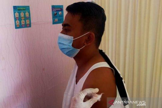25 anggota DPRD Belitung disuntik vaksin COVID-19