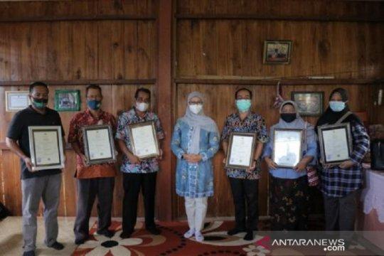 Dekranasda Babel serahkan 12 sertifikat halal untuk UMKM Belitung