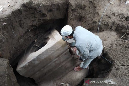 Yoni unik berukuran besar ditemukan di Mungkid Magelang