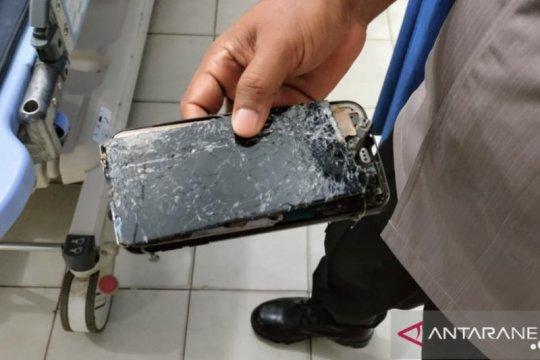 Dua karyawan PT AWB tewas tersambar petir saat bermain telepon seluler di atas menara pantau