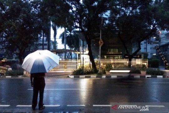 Potensi hujan lebat disertai kilat di sebagian besar daerah Indonesia