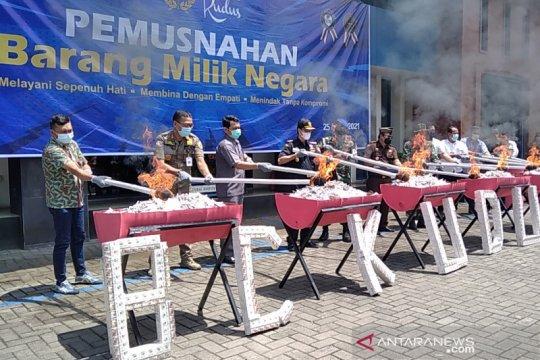 14 ton rokok ilegal dan 6.800 pita cukai palsu dimusnahkan KPPBC Kudus