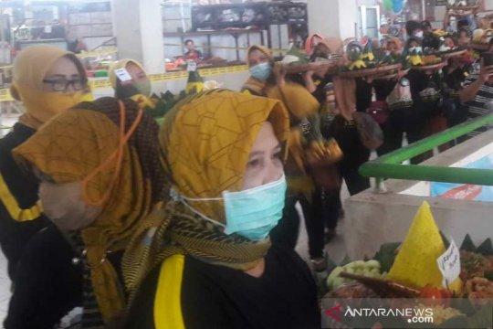 Pedagang Pasar Parakan Temanggung selamatan cegah COVID-19