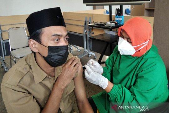 Vaksinasi guru jelang sekolah tatap muka