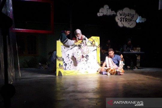 Seniman Mentok pentaskan Wayang Strip rayakan Hari Teater Sedunia