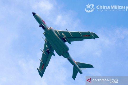 Pesawat tempur elektronik China J-16D dipasangi pelacak dan rudal
