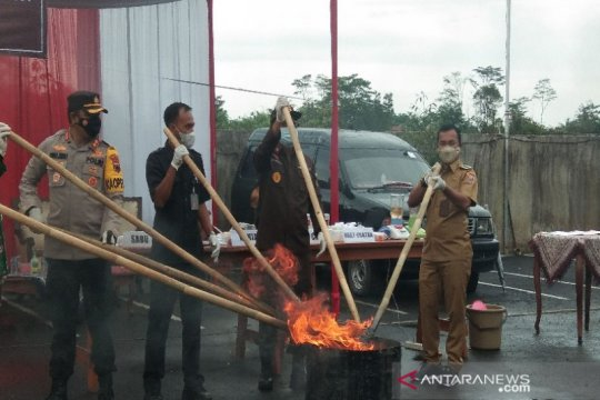 780.000 rokok ilegal dan narkoba hasil penindakan di Batang dimusnahkan