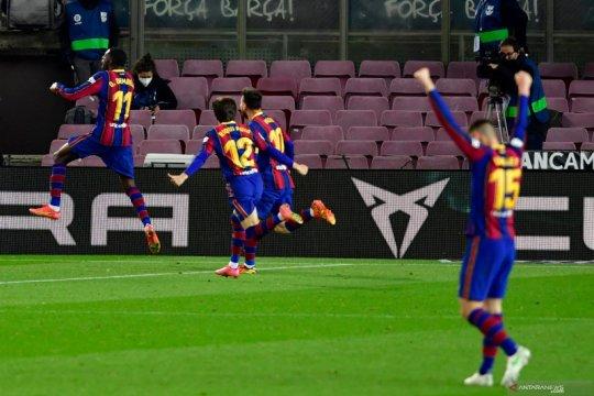 Barcelona berhasil memangkas jarak dengan Atletico Madrid menjadi satu poin