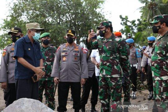 Panglima TNI dan Kapolri tinjau langsung korban bencana di NTT