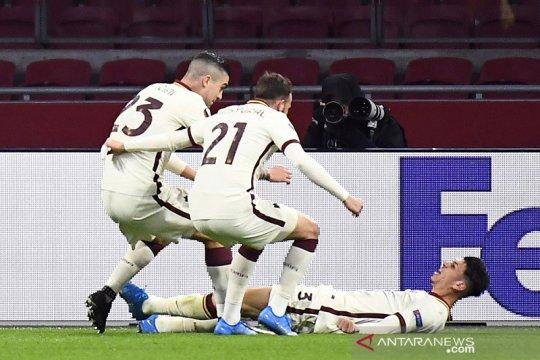 Roma tundukkan ajax 2-1