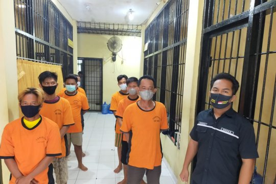 Polisi amankan calon penumpang kapal dan calo hasil tes COVID-19 palsu