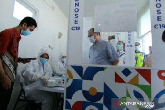 Gubernur Babel tinjau pelaksanaan perdana layanan GeNose di Bandara Depati Amir