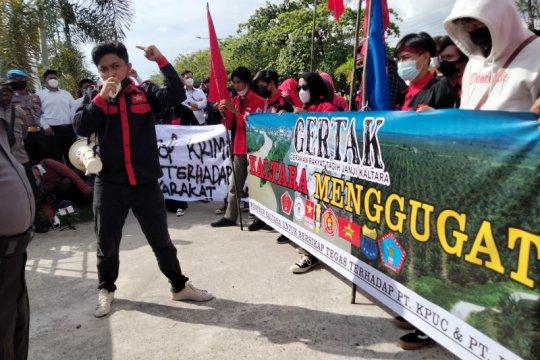 Demo terkait pencemaran sungai di Malinau