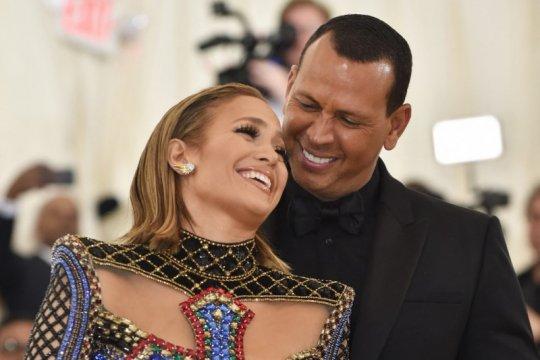 Jennifer Lopez dan Alex Rodriguez resmi berpisah
