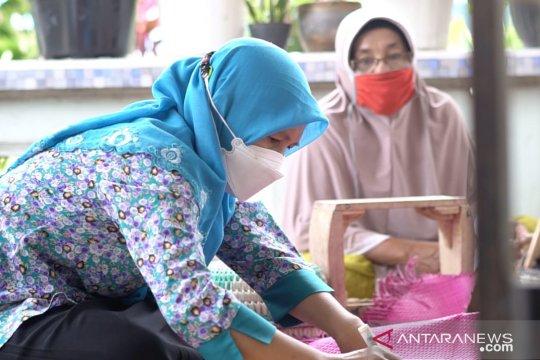 Jadi Mitra Binaan PT Timah, Andisfa Craft Kembangkan Produk Kerajinan Anyaman Daun Pandan