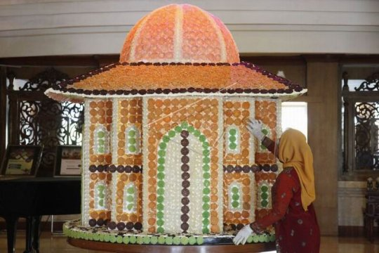 Replika masjid berbahan makanan tradisional Page 3 Small