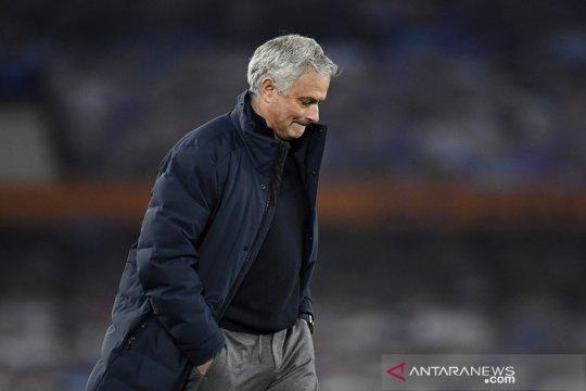 Jose Mourinho resmi dipecat sebagai manajer Tottenham Hotspur