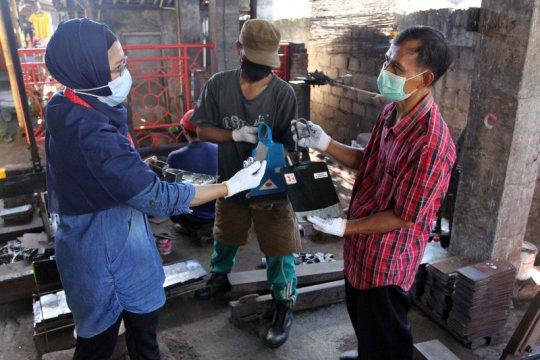 Tingkatkan jumlah produksi, YDBA bina perajin cangkul di Klaten