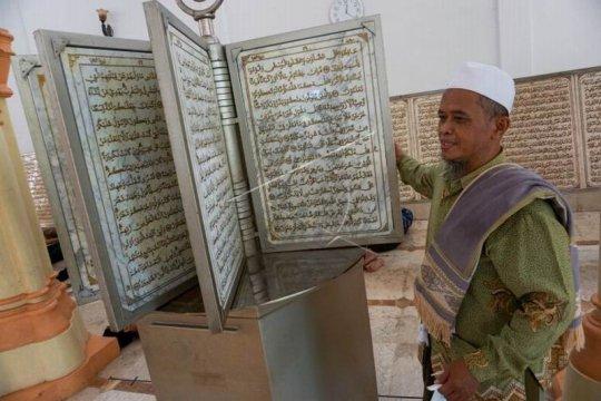 Ayat Al Quran di atas marmer