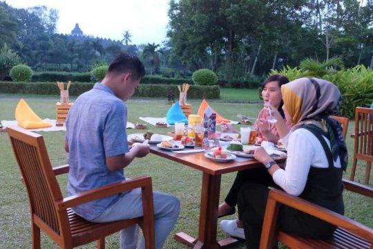 Menikmati keindahan Borobudur jelang buka puasa