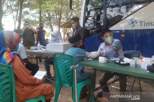 Lansia Tapak Hantu antusias ikuti layanan kesehatan PT Timah