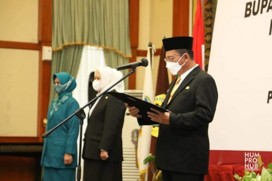 Pelantikan Bupati dan Wakil Bupati Kabupaten Karimun Page 1 Small