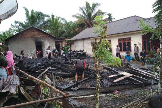 PT Timah Salurkan Bantuan untuk Korban Kebakaran di Desa Pangkal Buluh