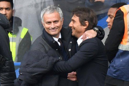Antonio Conte bahagia bisa kembali beradu taktik dengan  Mourinho di Serie A