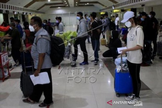 Hari Pertama Larangan Mudik Di Bandara El Tari Kupang