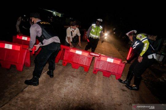 Terapkan larangan mudik, Polisi jaga jalur alternatif di kawasan Lebak, Banten