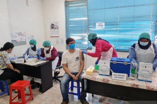 Anies lapor Wamenkes terkait warga meninggal usai vaksinasi AstraZeneca