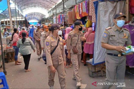 Pengunjung pasar di Belitung wajib menggunakan masker