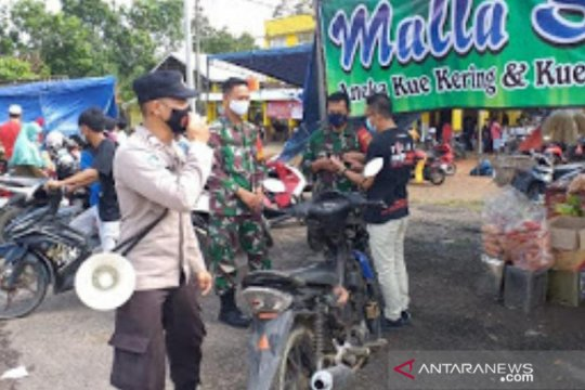 Polres Bangka Barat edukasi protokol kesehatan pengunjung pasar