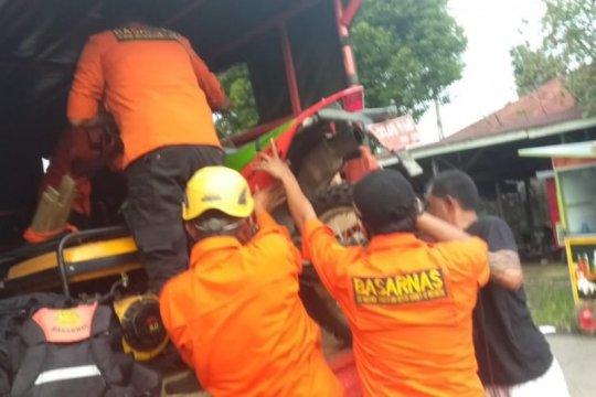 Tiga pemudik dari Riau hanyut saat mencoba masuk ke Sumbar lewat jalur sungai