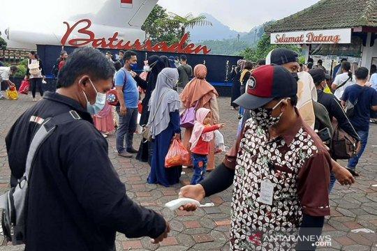 Warga patuhi prokes saat berwisata di Lokawisata Baturraden