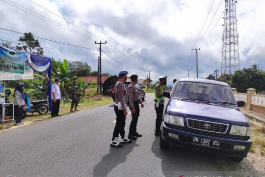 Polres Bangka Barat perketat penyekatan cegah warga keluar daerah