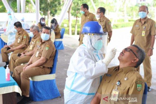 Pegawai Pemko Batam jalani tes COVID-19 usai libur Lebaran