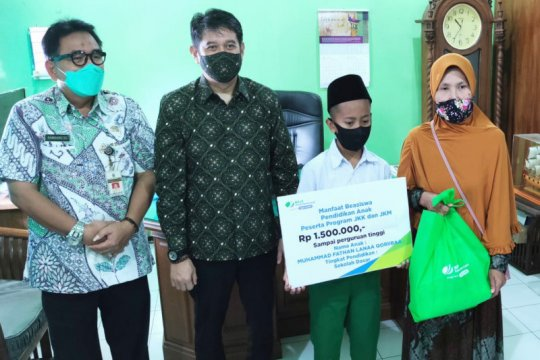 Hari Buruh, BPJAMSOSTEK Majapahit bagikan paket sembako dan beasiswa