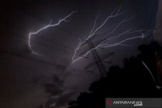 Waspada, potensi hujan lebat disertai kilat