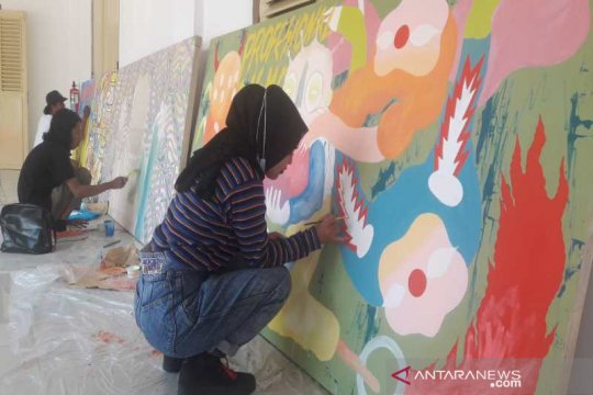 Para seniman melukis bersama di Museum BPK Magelang