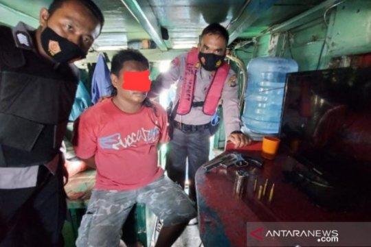 Polisi Bangka Barat meringkus ABK bawa pistol rakitan