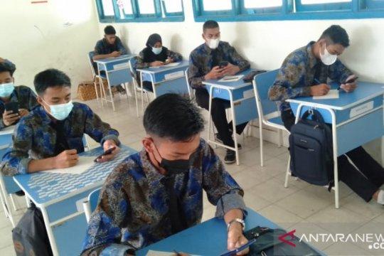 Siswa SMAN 1 Serasan antusias ikuti ujian berbasis android