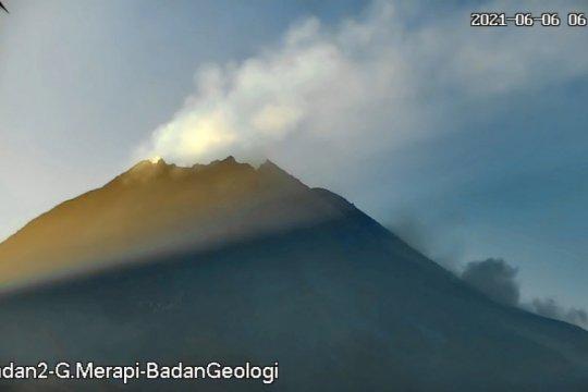Merapi luncurkan dua awan panas guguran sejauh 1,6 km